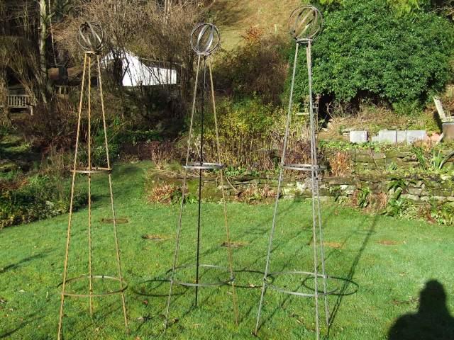 Set of three obelisks