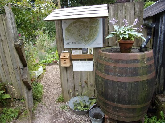 The garden entrance - pay by feeding the birdies in the bird box!!